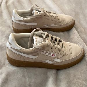 ⏳Redbox Classic suede shoe, worn ONCE (m6=w8)